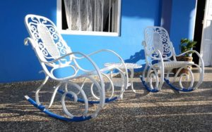 Come arredare una veranda per l'estate: 3 soluzioni per mare, città e campagna.