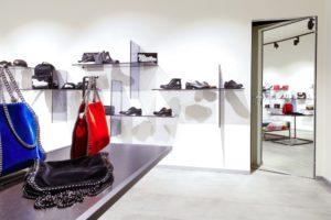 Porte filomuro per showroom e punti vendita: ecco tutti i vantaggi.
