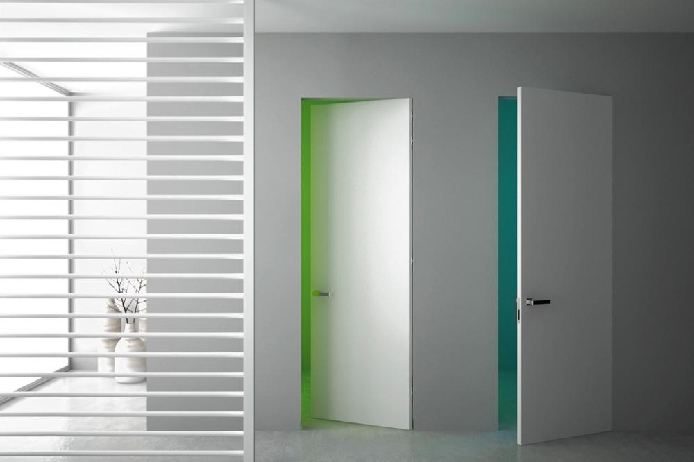Come scegliere una porta filo muro? Cerniere, maniglie e serrature.